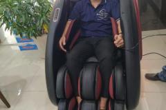khach-mua-ghe-massage-drcare-922-20