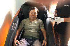 khach-mua-ghe-massage-drcare-922-26
