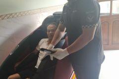 khach-mua-ghe-massage-drcare-922-55