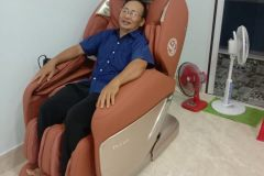 khach-mua-ghe-massage-drcare-955-26
