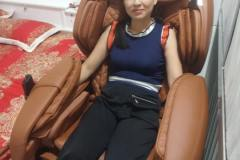khach-mua-ghe-massage-drcare-955-33