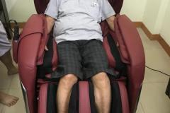 khach-mua-ghe-massage-drcare-955-35