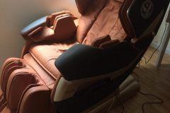 khach-mua-ghe-massage-drcare-819-10
