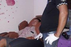 khach-mua-ghe-massage-drcare-819-21