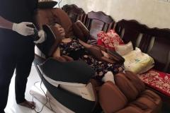 khach-mua-ghe-massage-drcare-819-28