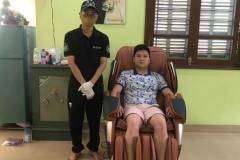 khach-mua-ghe-massage-drcare-819-31