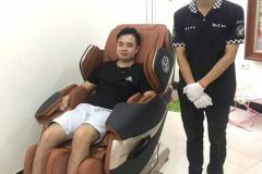khach-mua-ghe-massage-drcare-819-33