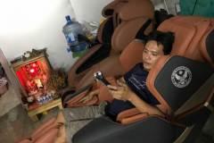 khach-mua-ghe-massage-drcare-819-34