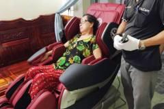 khach-mua-ghe-massage-drcare-819-37