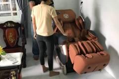 khach-mua-ghe-massage-drcare-819-44