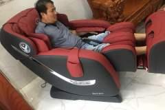 khach-mua-ghe-massage-drcare-838-20