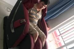 khach-mua-ghe-massage-drcare-838-21