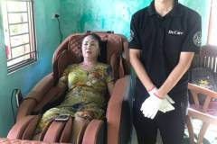 khach-mua-ghe-massage-drcare-838-31