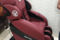 khach-mua-ghe-massage-drcare-912-24
