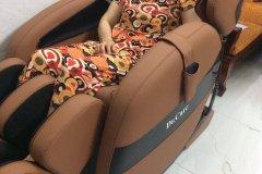 khach-mua-ghe-massage-drcare-912-27