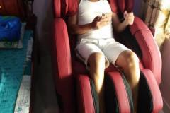 khach-mua-ghe-massage-drcare-912-7