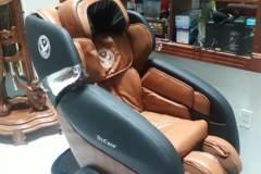 khach-mua-ghe-massage-drcare-919-8