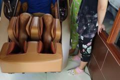 khach-mua-ghe-massage-drcare-919X-12