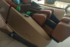 khach-mua-ghe-massage-drcare-919X-22