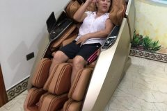 khach-mua-ghe-massage-drcare-919X-26