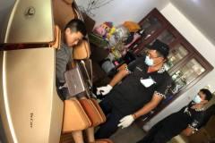 khach-mua-ghe-massage-drcare-919X-28
