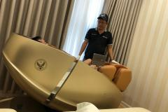 khach-mua-ghe-massage-drcare-919X-35