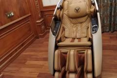 khach-mua-ghe-massage-drcare-919X-36