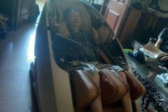 khach-mua-ghe-massage-drcare-919X-37