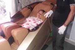 khach-mua-ghe-massage-drcare-919X-40