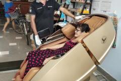 khach-mua-ghe-massage-drcare-919X-53