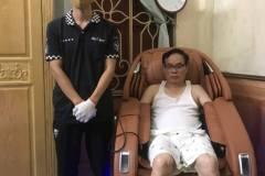 khach-mua-ghe-massage-drcare-923-42