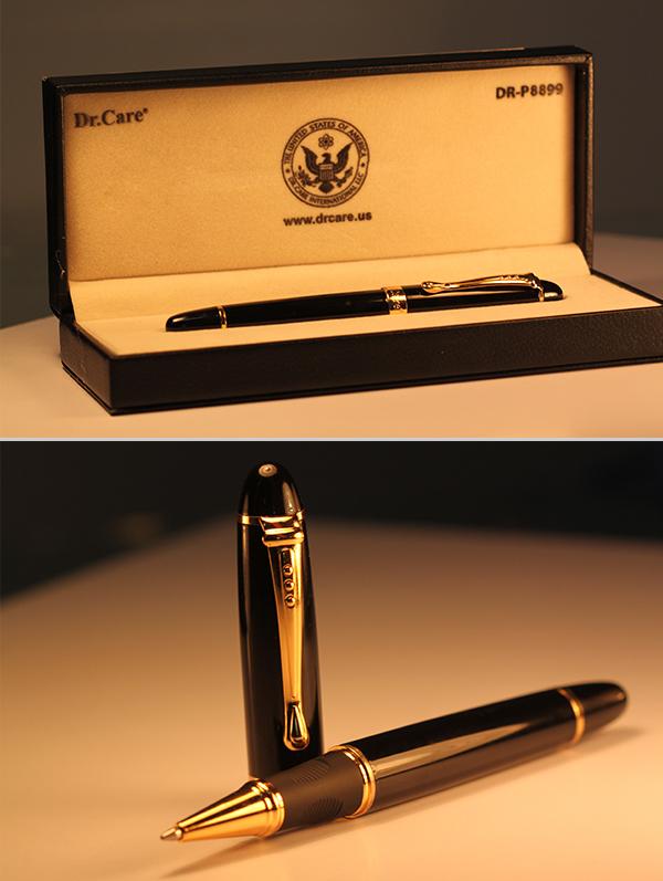 Bút ký P8899 đúc đen tuyền toàn thân, kết hợp với nẹp cài vàng, toát lên vẻ đẹp sang trọng huyền bí.